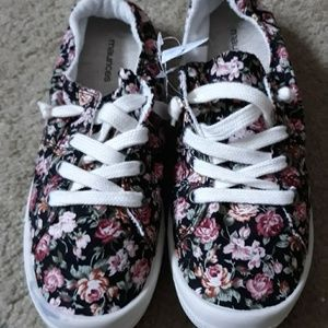 Lady's Floral Distressed Sneakers